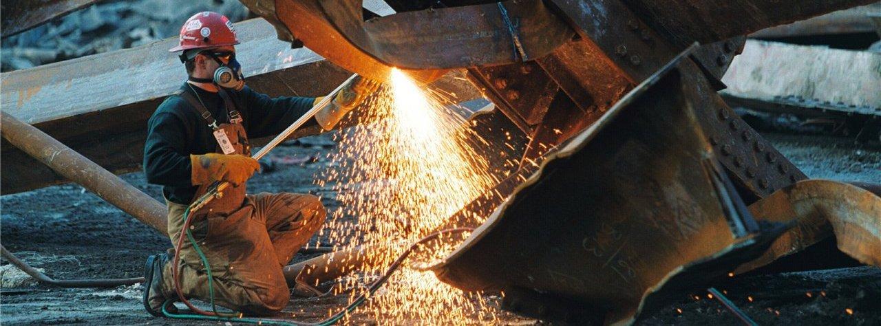 процесс демонтажа металлоконструкции в СПб