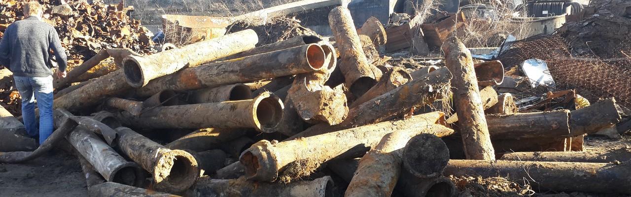 ФОТО: СПб, свалка старых чугунных труб сданных на лом
